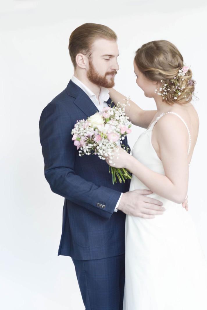 romantische Hochzeit, Hippi-Hochzeit, Flower-Power. Hochzetsfrisur, Make-up